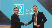 Left to right: Chung-Sik Hong, Business Development Manager Korea, Marine & Offshore, Lloyd's Register and Young-jun Nam, Senior Vice President, Initial Design Office, Shipbuilding Division, Hyundai Heavy Industries (Photo: Lloyd's Register)