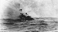 USS Jacob Jones (DD-61) sinking, photographed by Seaman William G. Ellis. (Smithsonian Institution Photograph)